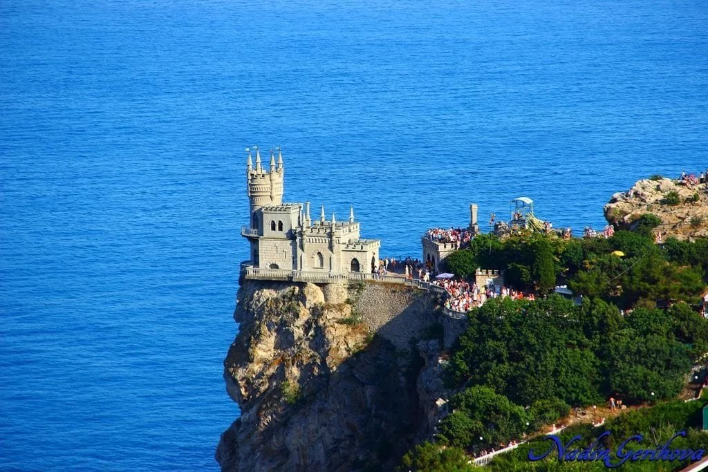 Ласточкино гнездо закрылось на ремонт в Крыму