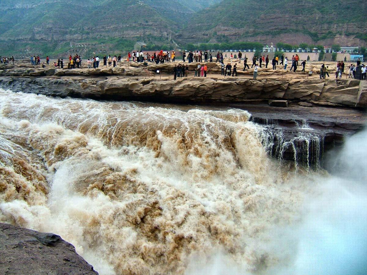 Китай, величественный водопад  Хукоу