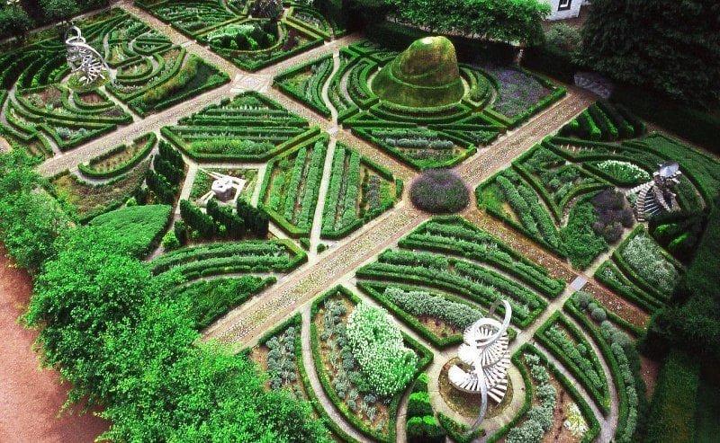 Сад космических размышлений на территории Шотландии