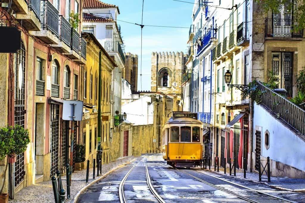 Как добраться до Лиссабона – самолетом, поездом или пешком?