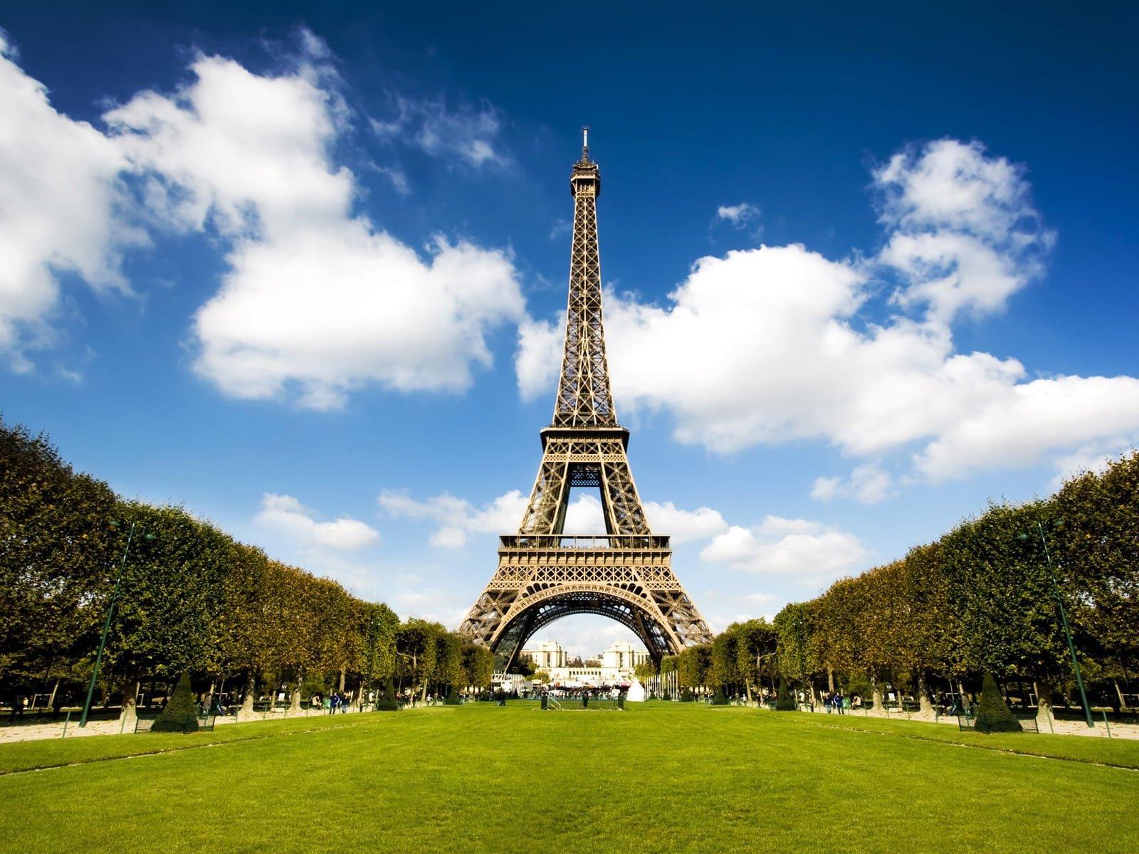 Как дешево добраться до Парижа?