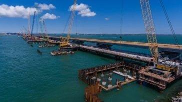 Время открытия движения по Крымскому мосту назвали.