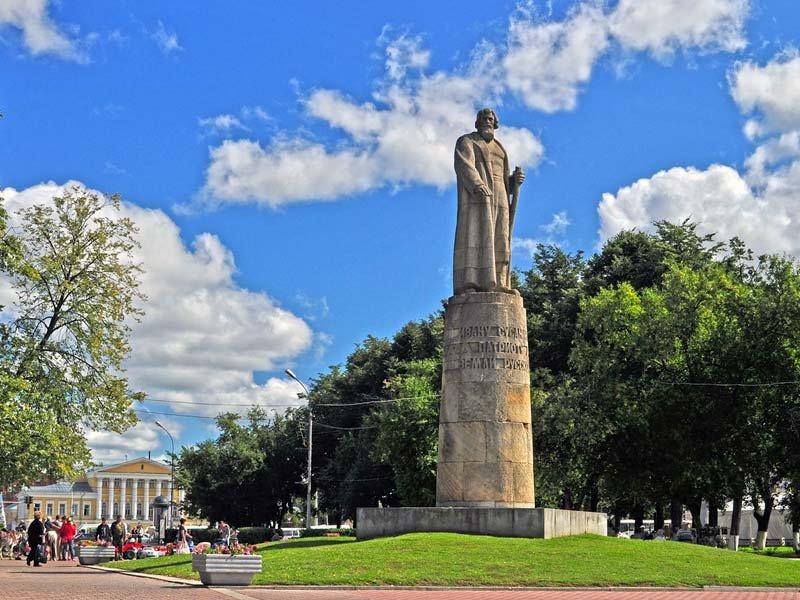 Монумент Ивану Сусанину